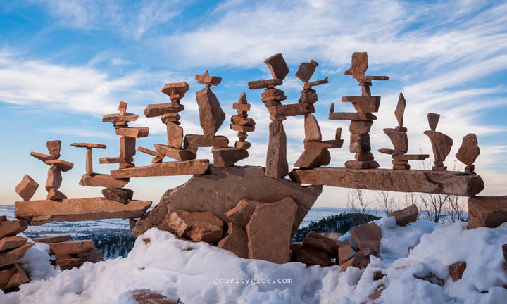 Marvel at the unbelievable art he creates with rock balancing - Photo 7.