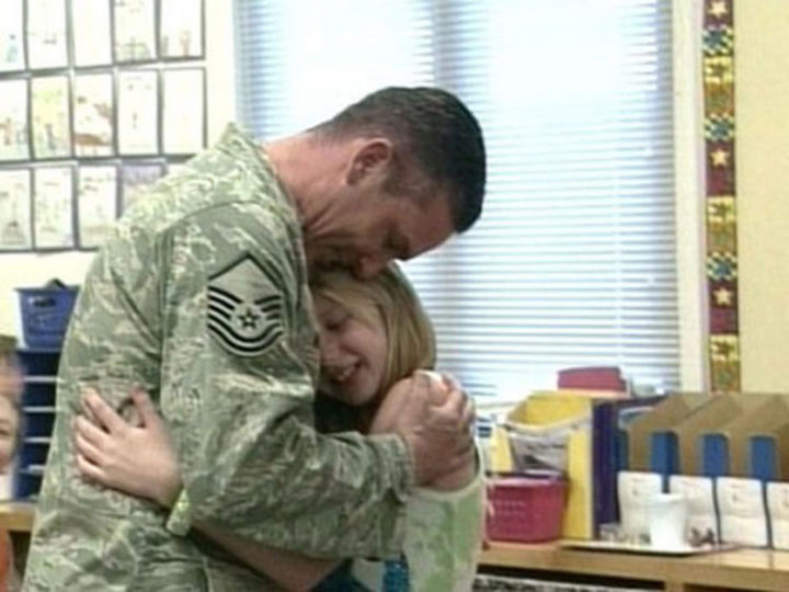15 Emotional Photos of Soldiers Coming Home - A father surprising her daughter at school.