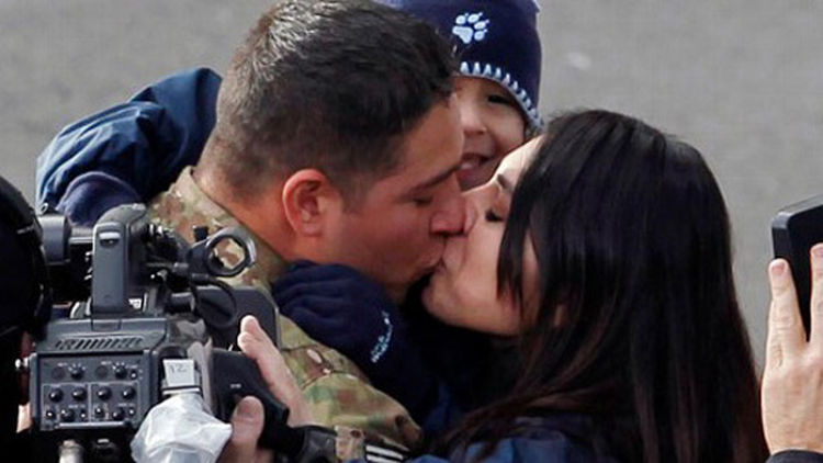 15 Emotional Photos of Soldiers Coming Home - A loving family reunited.