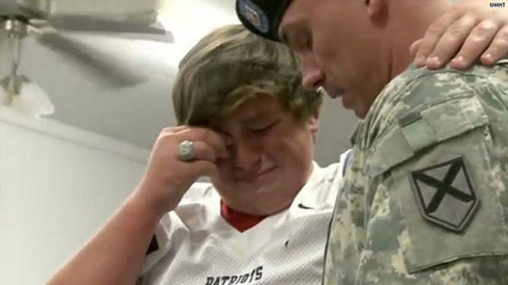15 Emotional Photos of Soldiers Coming Home - Tears of joy after being reunited.
