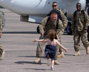 15 Emotional Soldier Reunions That Will Make You Cry Tears of Joy