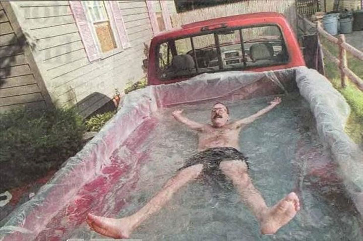 18 Funny Life Hacks - Cooling off in a DIY pool.