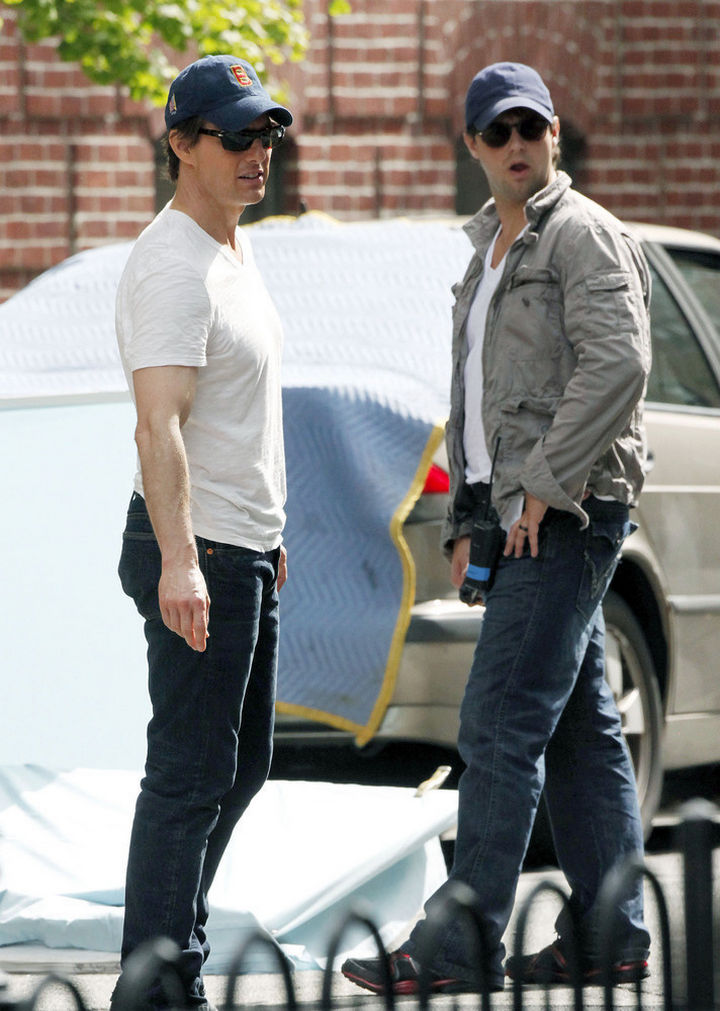 "23 Celebrities Hanging Out With Their Stunt Doubles - Tom Cruise with his stunt double on the set of ""Knight and Day."""