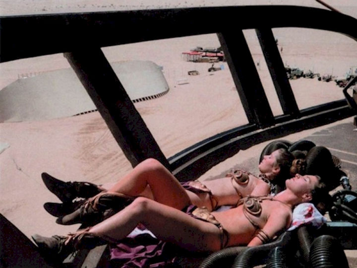 "23 Celebrities Hanging Out With Their Stunt Doubles - Carrie Fisher taking a break with a her stunt double on the set of ""Star Wars: Episode VI - Return of the Jedi."""