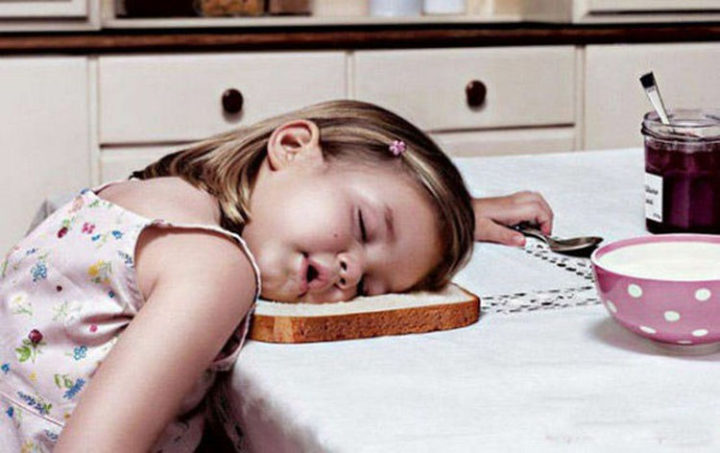 25 Kids Sleeping in the Strangest Places - Falling asleep while making breakfast.