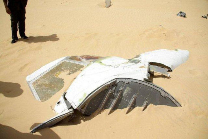 Because the location was so remote, pieces of the UTA Flight 772 wreckage could still be found (Photo 2).