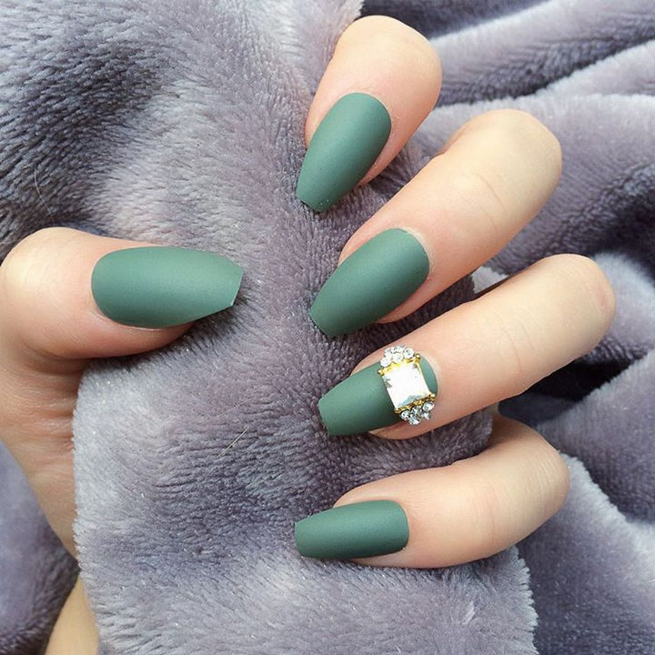20 Matte Nails - Stunning matte manicure with an eye-catching diamond accent nail.