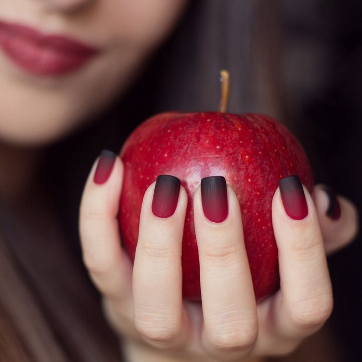 20 Matte Nails - A matte red and black gradient perfect for Halloween.