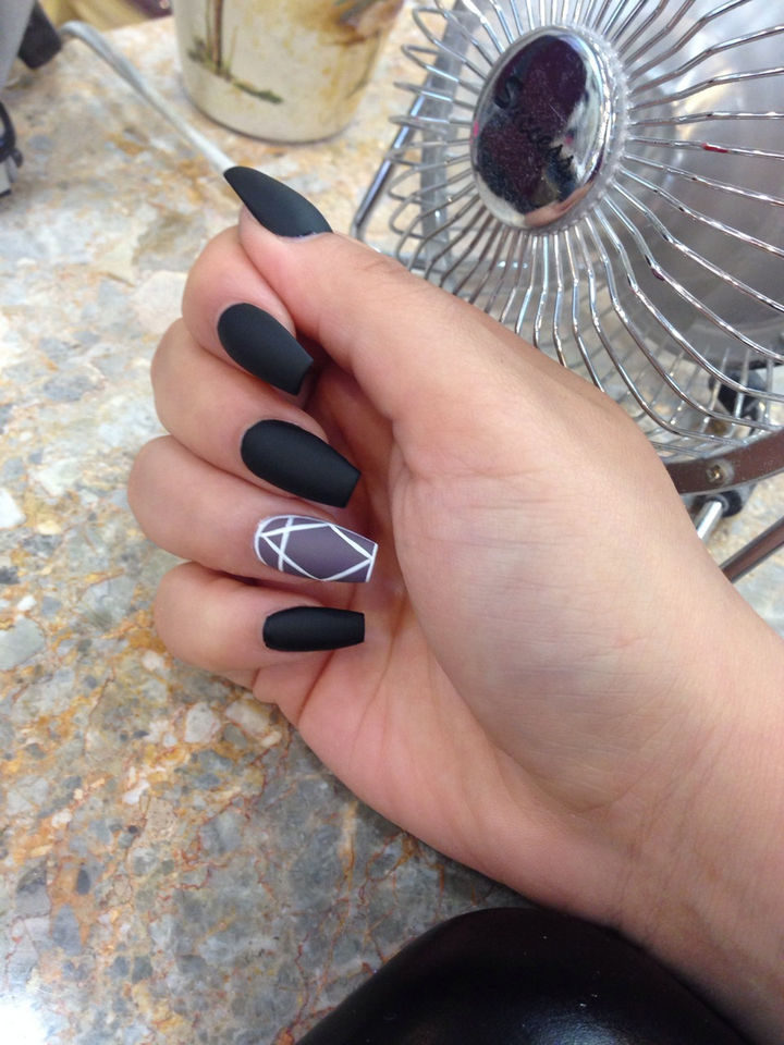 20 Matte Nails - Matte black adds sophistication all the way!