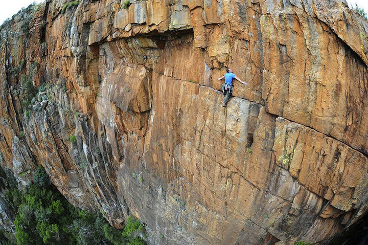 32 People Who Look Fear in the Eyes - Rock climbing in South Africa.