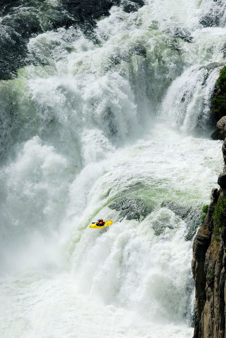 32 People Who Look Fear in the Eyes - Extreme kayaking.