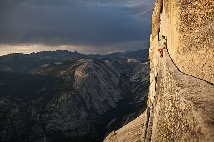 32 People Who Look Fear in the Eyes - Enjoying the view at Yosemite.