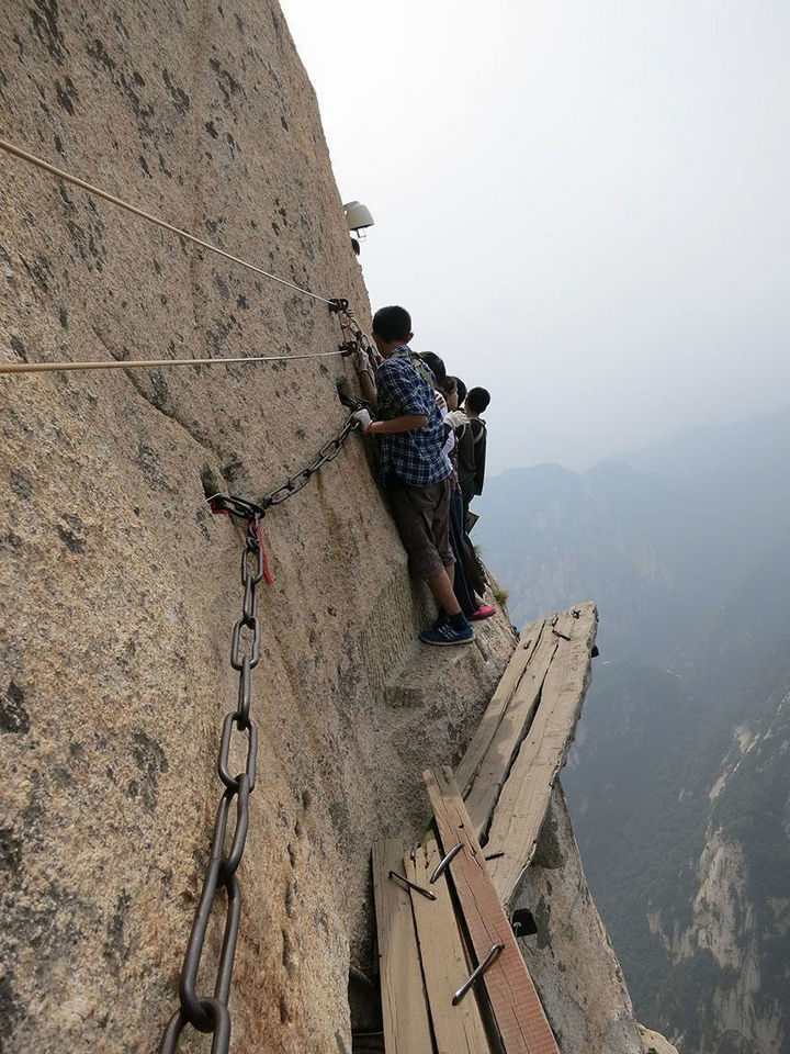 32 People Who Look Fear in the Eyes - The world's most dangerous trail.