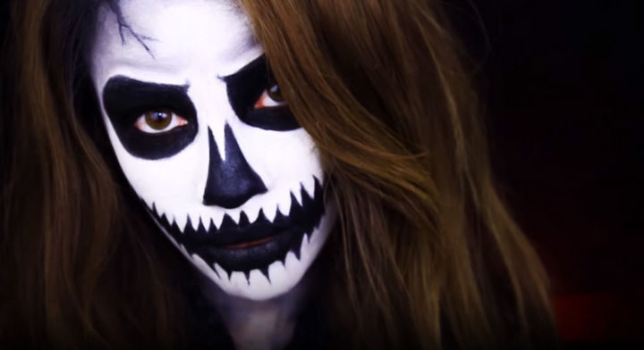 37 Scary Face Halloween Makeup Ideas - Pumpkin skull face.