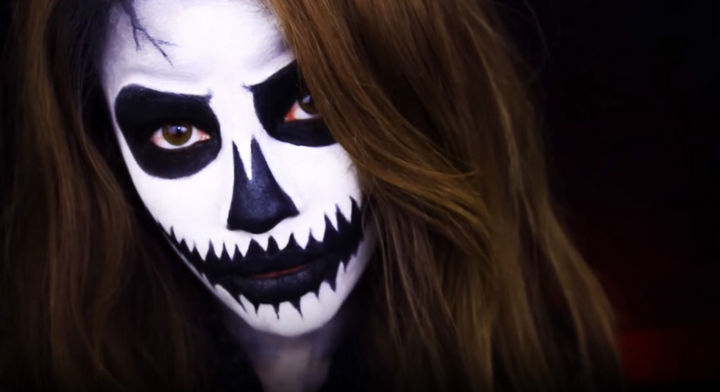 37 Scary Face Halloween Makeup Ideas - Pumpkin skull face.