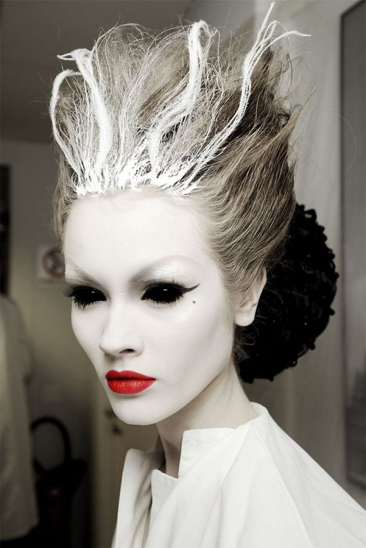 37 Scary Face Halloween Makeup Ideas - Ice queen.