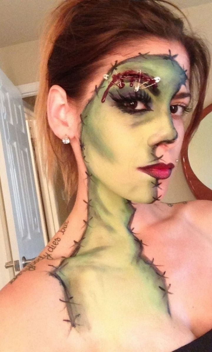 37 Scary Face Halloween Makeup Ideas - Another great zombie.