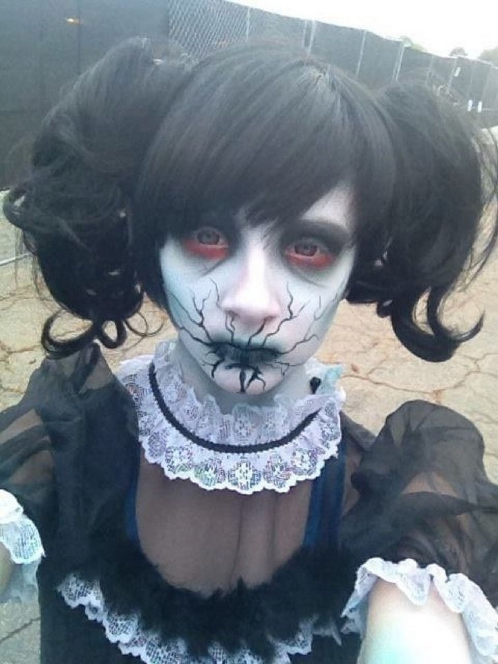 37 Scary Face Halloween Makeup Ideas - Broken doll.