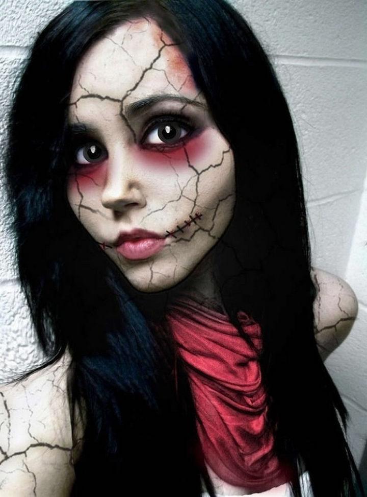 37 Scary Face Halloween Makeup Ideas - Creepy doll face.