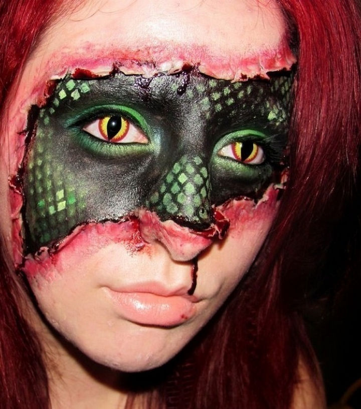 37 Scary Face Halloween Makeup Ideas - Snake girl.