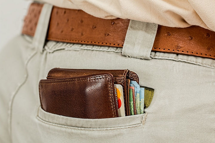 17 Self-Defense Tips - If you must, surrender your wallet.