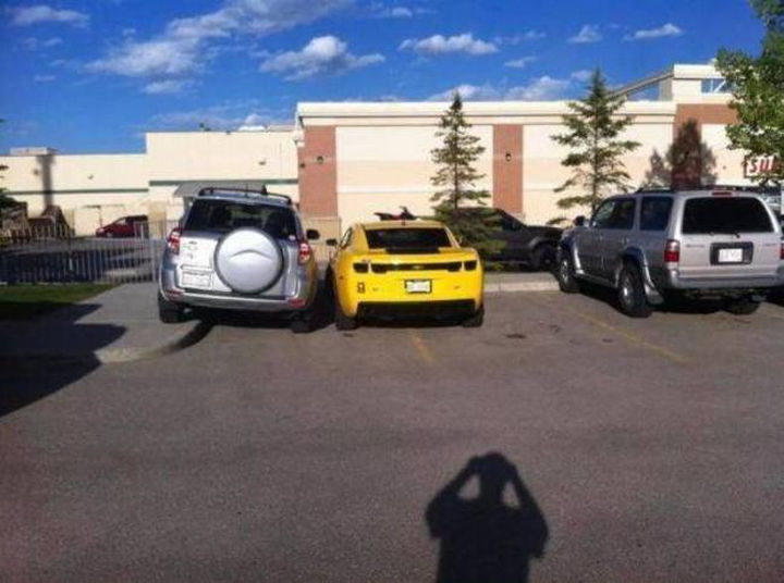 19 Bad Parking Fails - The owner of this Camaro won't find it easy getting back in.