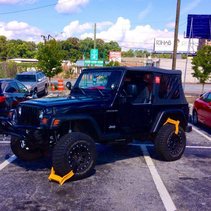 19 Bad Parking Fails - Take up four parking spaces? Get four boots.