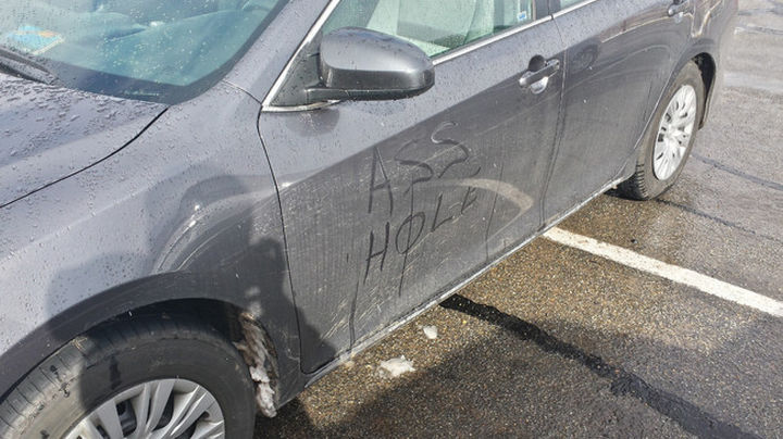 19 Bad Parking Fails - He got the point.