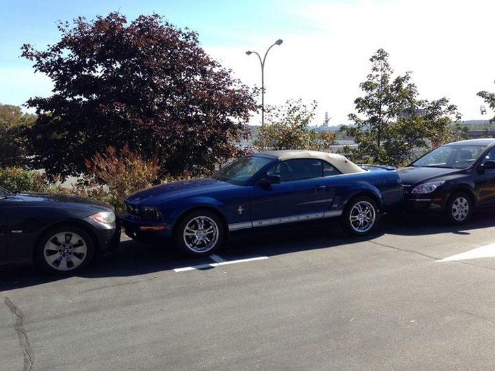 19 Bad Parking Fails - Good luck trying to get out of this one.