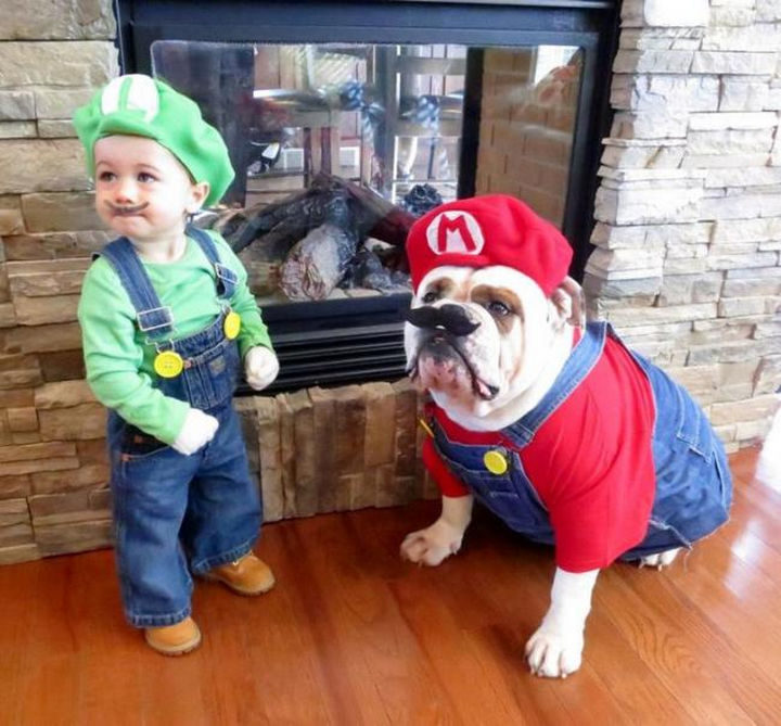 23 Super Mario and Luigi Costumes - Adorable Luigi and Super Mario getting ready to save the princess.