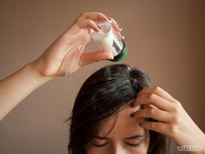 25 Lazy Girl Hair Hacks - Sprinkle dry shampoo before going to bed.