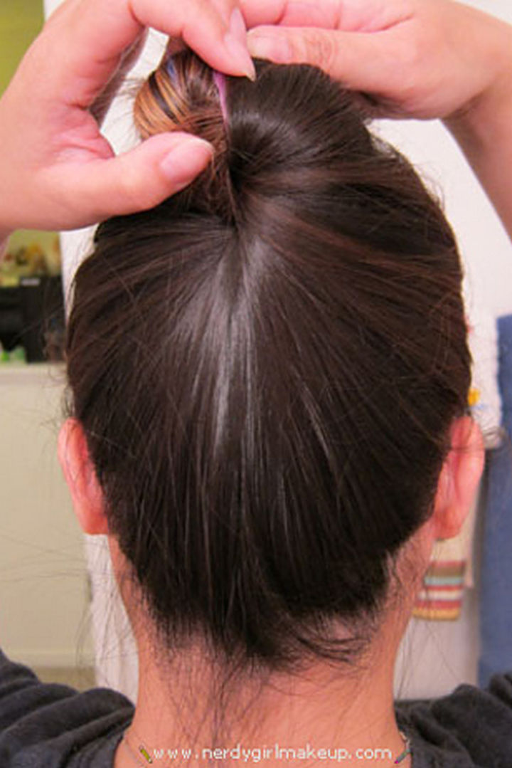 25 Lazy Girl Hair Hacks - Create a bun without bobby pins, hair ties, or clips.