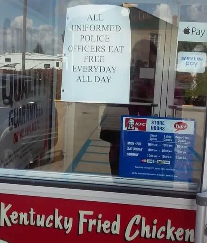 """The KFC sign in Gallipolis, Ohio reads, """"All uniformed police officers eat free every day, all day."""""""