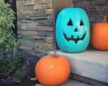 This Halloween, Moms Are Painting Their Pumpkins Blue and It's Going Viral