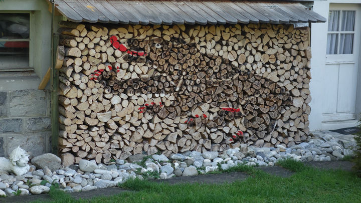 13 Displays of Stacked Wood Art - Stacked wood art of a playful bear that looks incredibly cute.