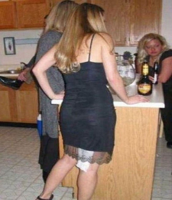 18 Embarrassing Photos - Wonder how long it took for someone to tell her...