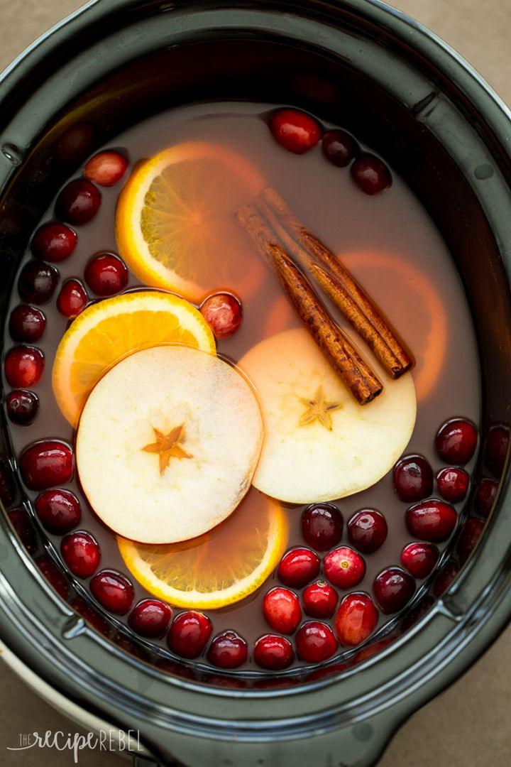 20 Top Pinterest Thanksgiving Recipes - Slow Cooker Cranberry Apple Cider.