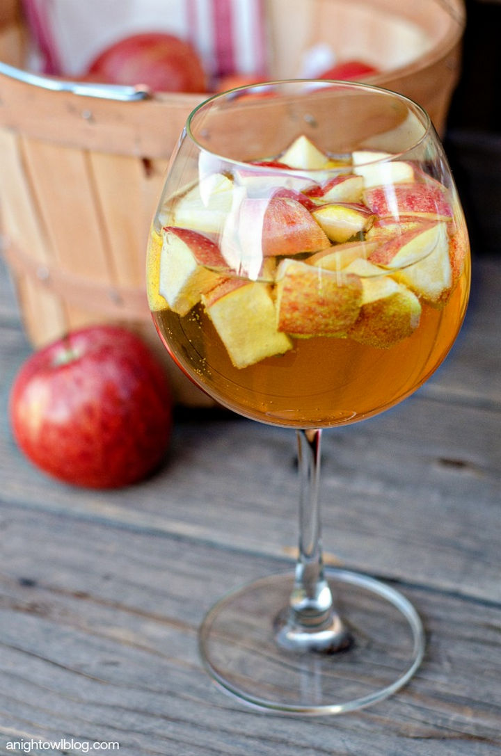 20 Top Pinterest Thanksgiving Recipes - Caramel Apple Sangria.
