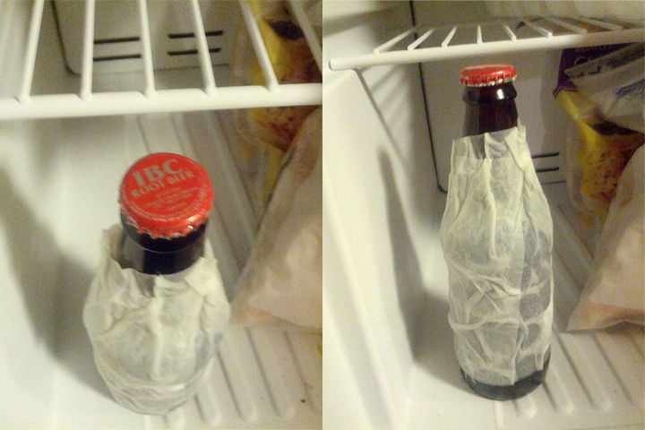 21 Everyday Life Hacks - Wrap a wet paper towel around your beverage and place it in the freezer.