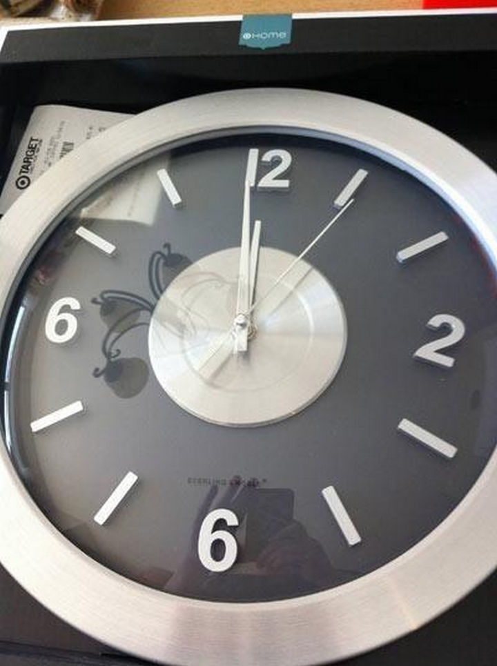 25 People Who Simply Had One Job - I hope this clock is on clearance.