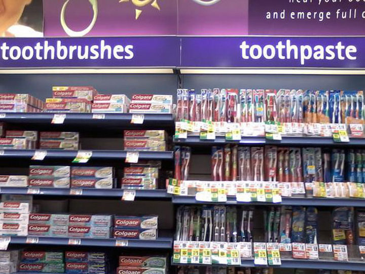 25 People Who Simply Had One Job - Toothpaste. Toothbrush. It's all the same.