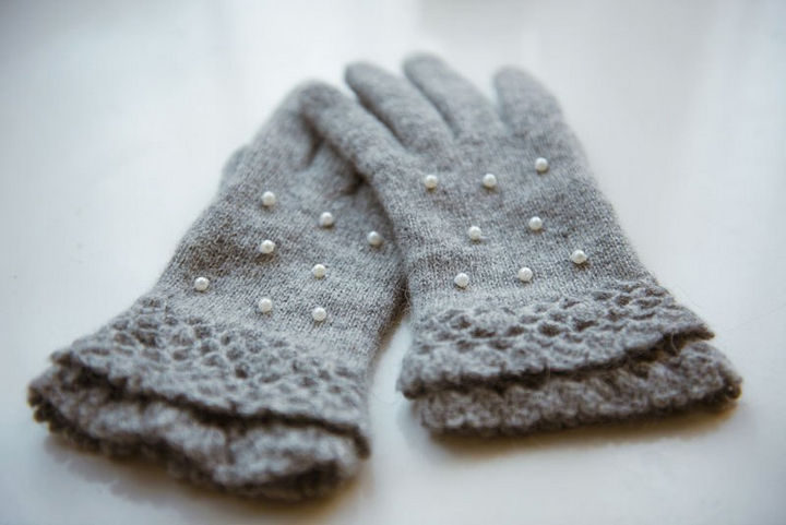 18 DIY Winter Clothes and Accessories - Restyle of an old pair of gloves into sweet and cozy DIY pearl gloves.