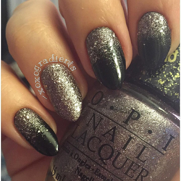 18 Reverse Gradient Nails - Reverse gradient nails can also look edgy.