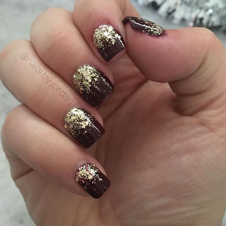 18 Reverse Gradient Nails - Gold glitter always looks incredible.