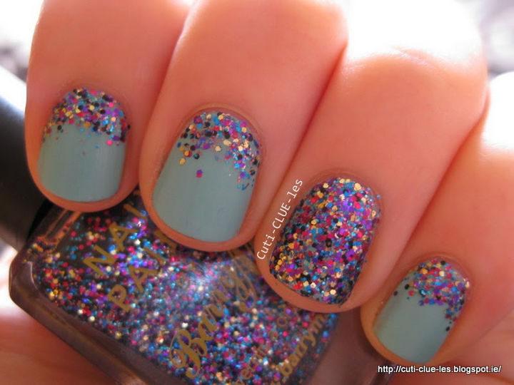 18 Reverse Gradient Nails - Super cute and fun glitter reverse gradient nails with full glitter accent nail.