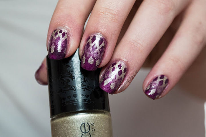 18 Reverse Gradient Nails - These diamond reverse gradient nails are so pretty.