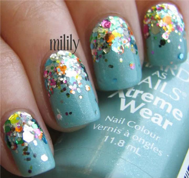 18 Reverse Gradient Nails - Glittering rainbow reverse gradient on a blue base.