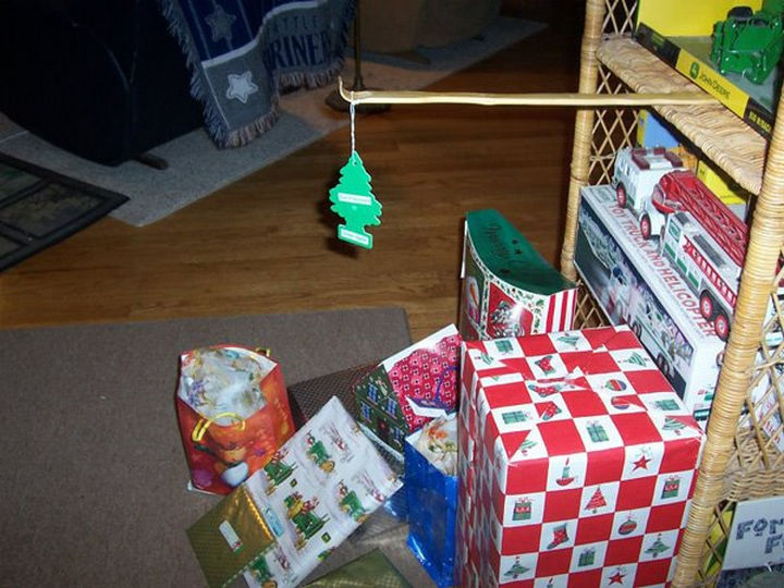 22 People Feeling the Pinch at Christmas - When they tell you to get an inexpensive tree that smells like a pine tree forest.