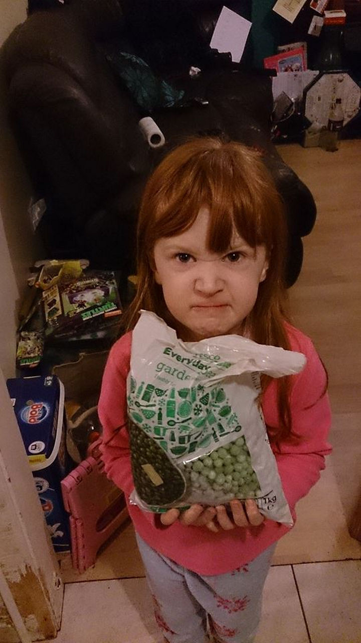 22 People Feeling the Pinch at Christmas - This little girl asked for 'Frozen' gifts because she loves the movie.