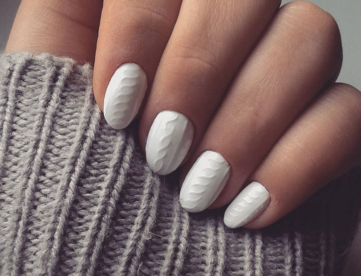 10 Winter Sweater Nails - These sweater nails look incredible with their knitted pattern.